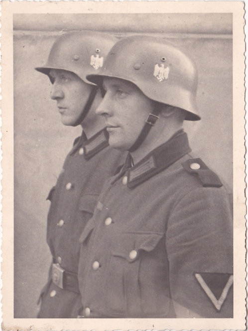 Portrait 2 Heer soldiers with stahlhelm