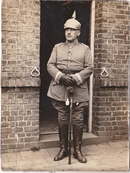 """WWI picture of a decorated Rittmeister of Kürassier-Regiment """"von Driesen"""""""