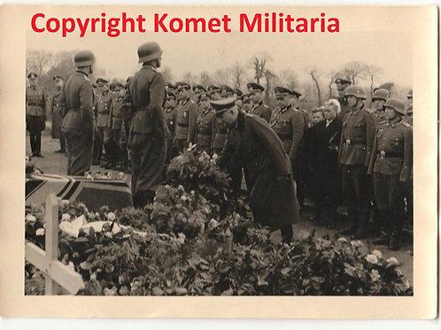 Picture RTK-Träger Fahrmbacher  attending a funeral 1944