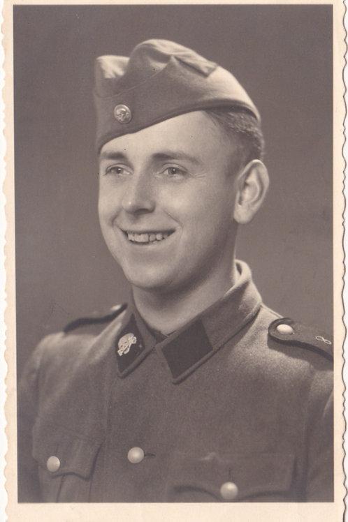 SS Portrait SS-VT with Totenkopf collar tab