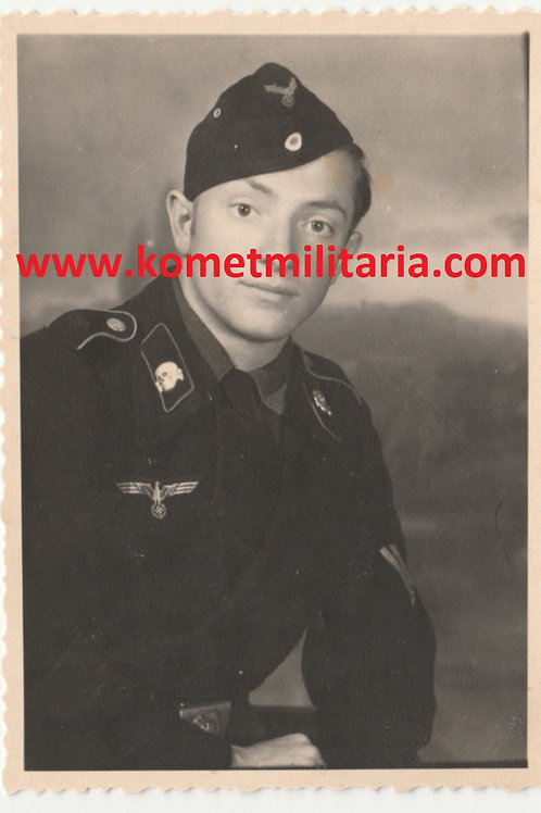 rare Panzer Portrait with  SS Totenkopf 1. Form on shoulder board
