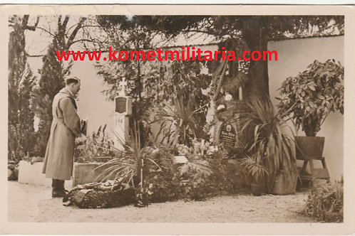 Postcard/Postkarte Adolf Hitler visiting his parents' grave
