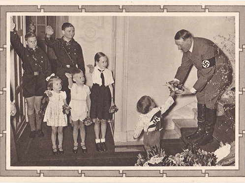 Propaganda Postcard- Adolf Hitler mit BDM und Hitlerjugend