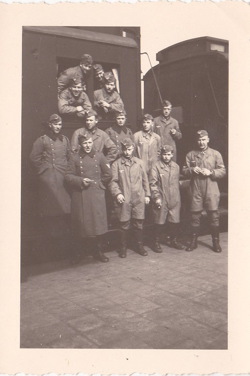 Fallschirmjäger Infanterie (FIK) at train station picture