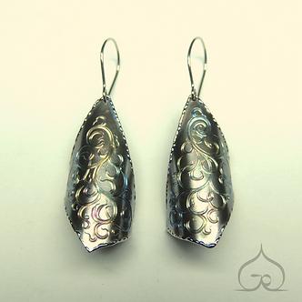 titanium oorbellen met gravures