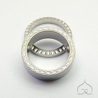 titanium trouwringen met hand gravure