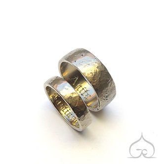 robuuste trouwringen met keltisch schrift