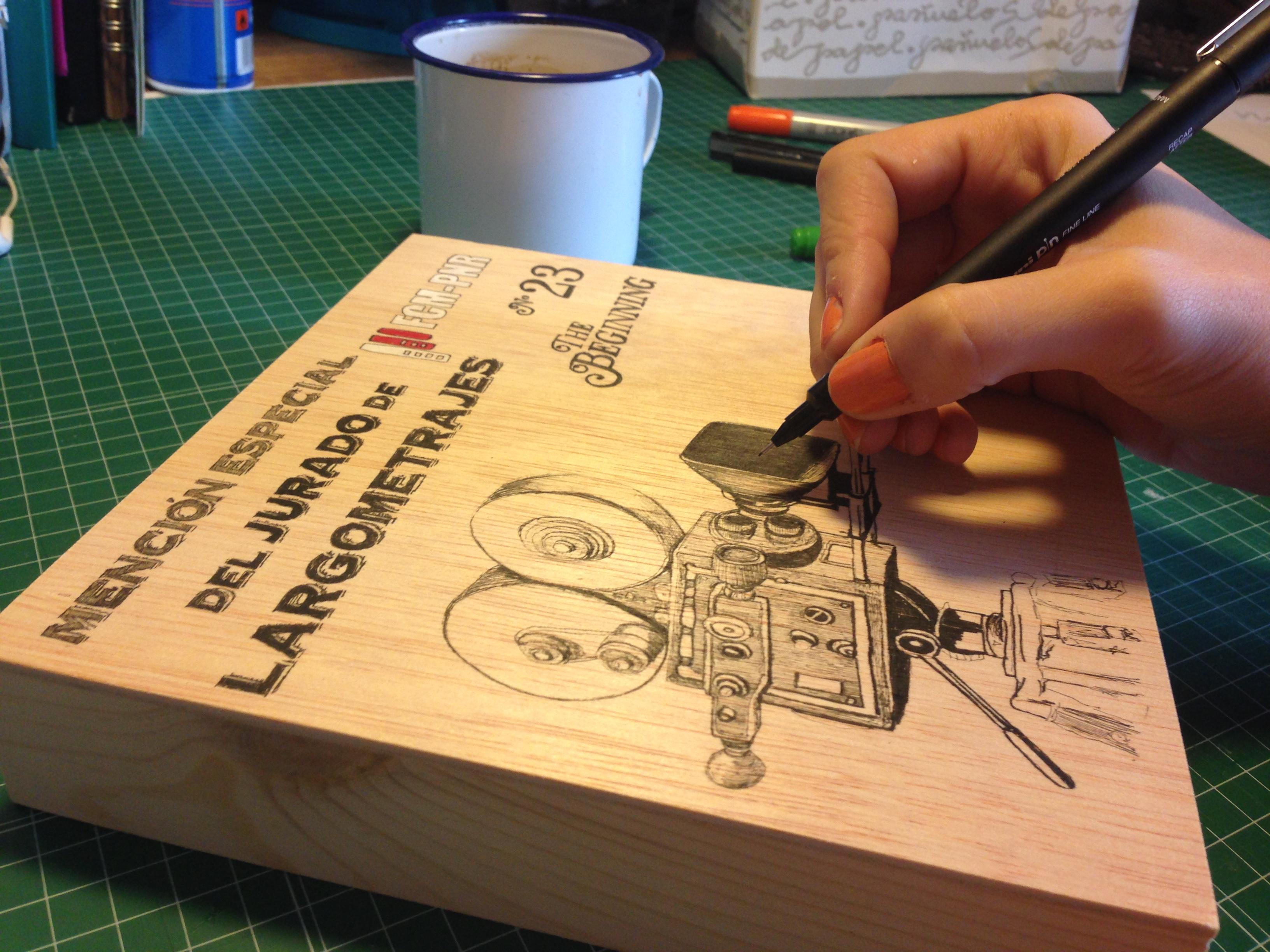 Ilustraciones a mano en madera
