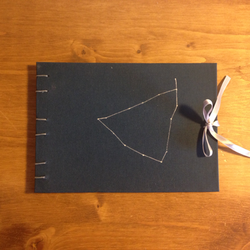 Cuaderno cosido constelaciones