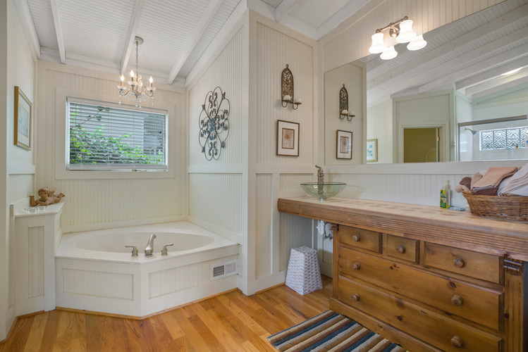 cottage_bathroom_master.jpg