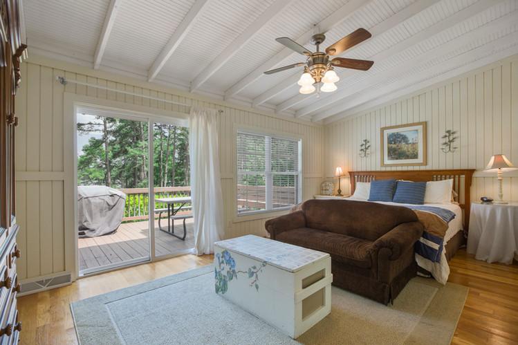 cottage_bedroom_master.jpg