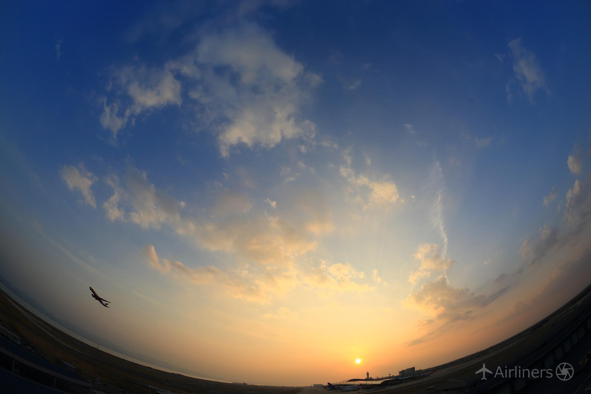 旅の始まりは夕焼け空から_小松美紀