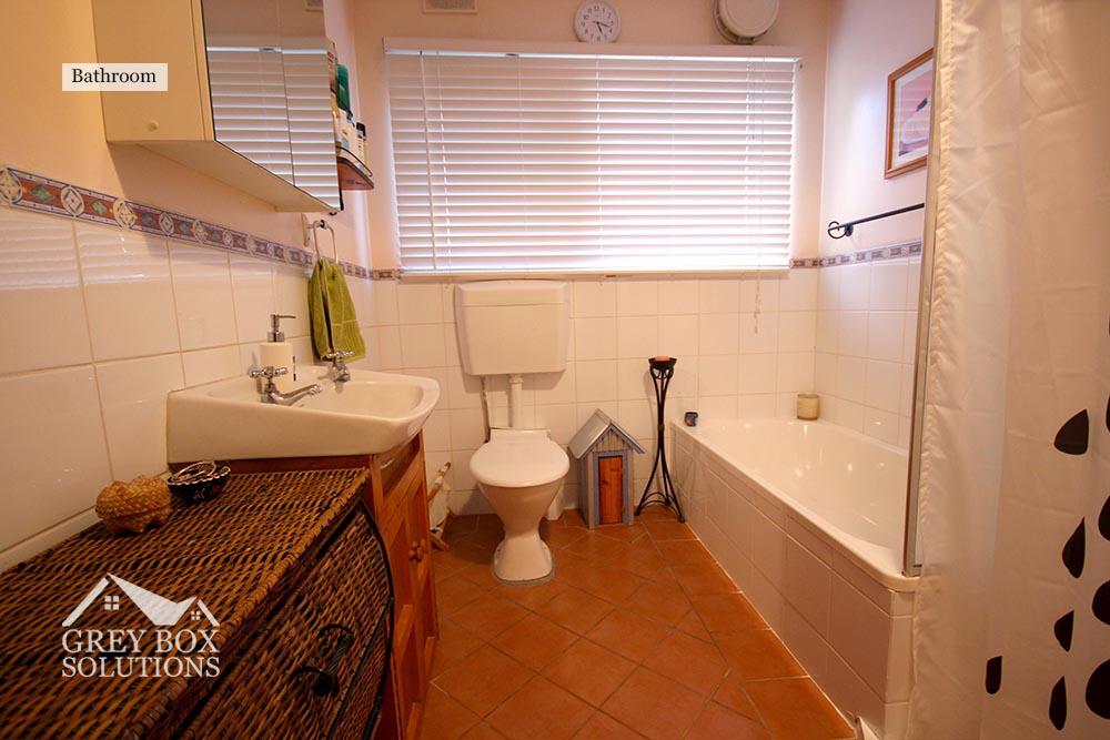 6 - Bathroom