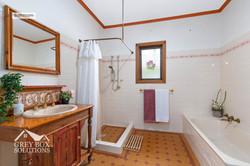 29RI - Bathroom