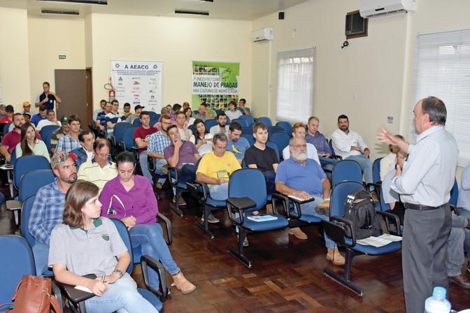 Mistura em tanques foi palestra na Associação dos Eng. Agrônomos dos Campos Gerais