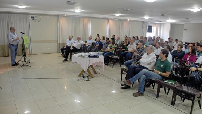 Lideranças rurais de todo o Paraná se reunem para discutir a sustentabilidade dos sindicatos rurais