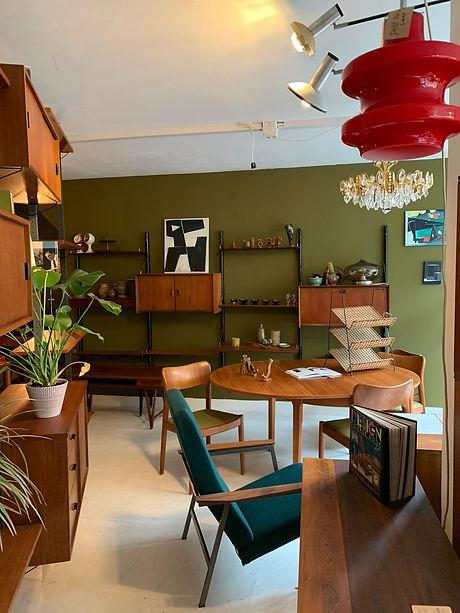 Vintage shop Rotterdam Oudstijl.JPG