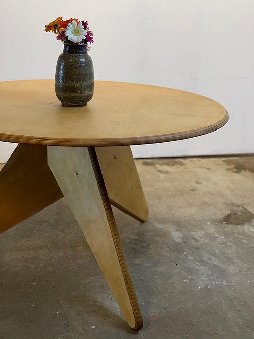 Gijs Boelaars ronde tafel voor Lundia, Dutch design