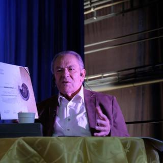 Stanislav Grof s cenou Nautila
