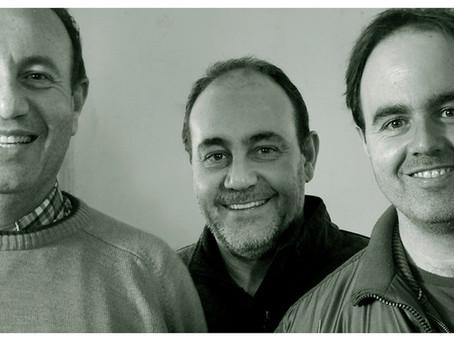 3 broers, hun opa en een schuursponsje
