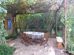 Terrasse ombragée gîte grenadier