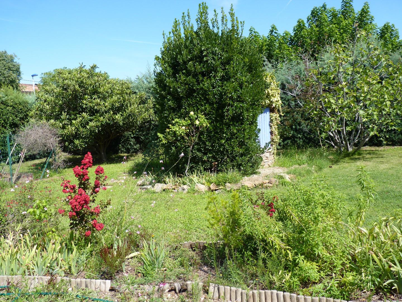 puits jardin derrière la maison