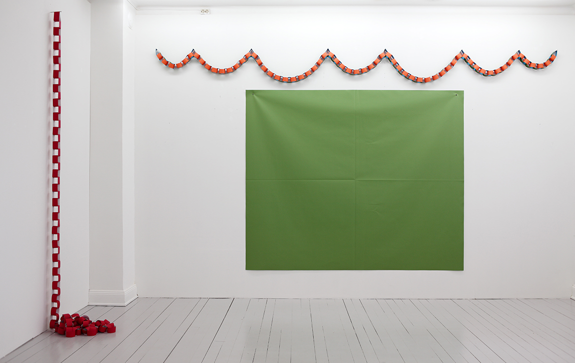 Green Fold 190x230cm with Garland and Raspberry Chain