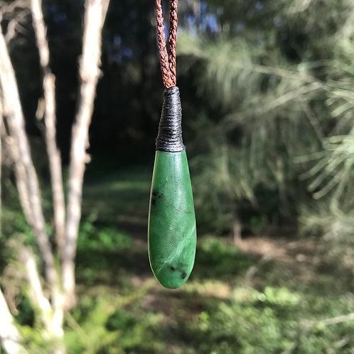 Teardrop pendant (New Zealand jade)