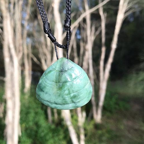 Pipi pendant (New Zealand jade)