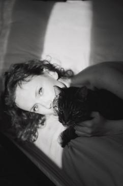 kvinne og katt