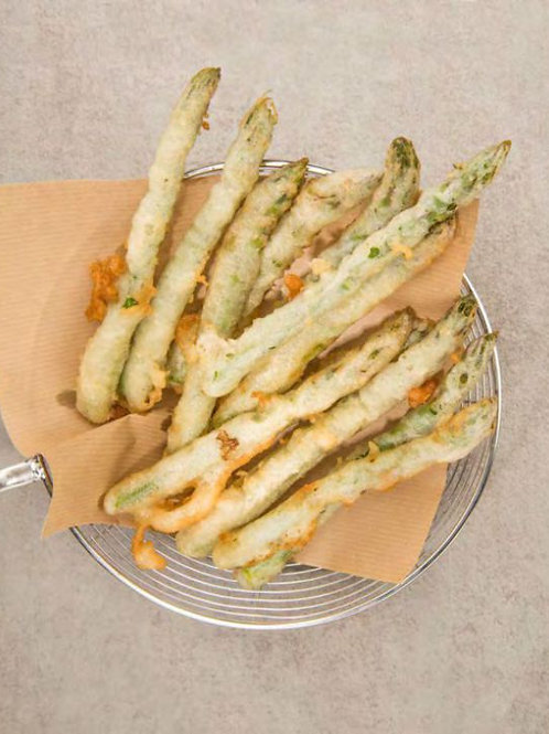 Espárragos verdes en tempura