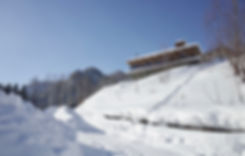 【飯田善彦建築工房】定山渓ファームビューハウス_雪景外観見上げ01.jpg