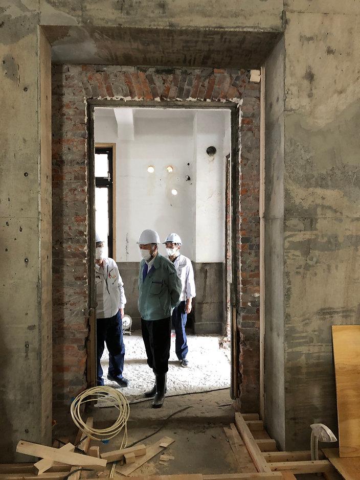 09_改修工事中煉瓦壁存置.jpg