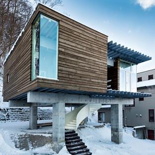 神社山の隠れ鳥居の家