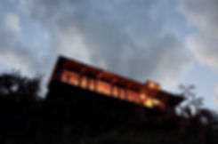 【飯田善彦建築工房】定山渓ファームビューハウス_夕景外観01.jpg
