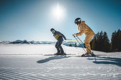 Sportlicher Skitag im Skigebiet Skiwelt