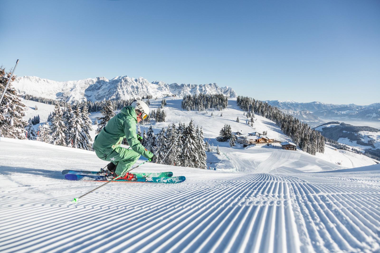 Skifahrerin vor der Hohen Salve Skiwelt