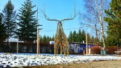 Živá socha jelena