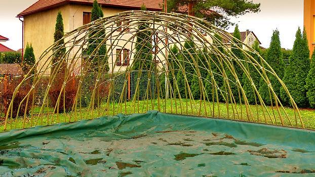 Zastínění pískoviště z živé vrby - vrbový altán z živé vrby