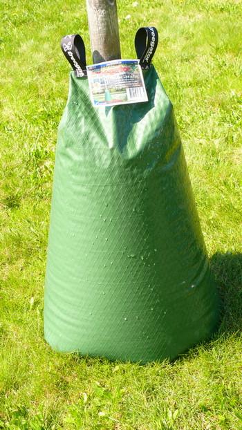 Zavlažovací vak Treegator Original na našem testovacím polygonu pojme 57 litrů vody, kterou uvolňuje po dobu 8 hodin.
