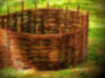 Přímo ve Vašich zahradách vyplétáme kruhové záhony, kompostéry a další tvary na Vaše přání, které by bylo složité transportovat.