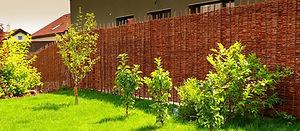 Soukromí - proutěné ploty na plot
