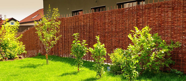 Proutěný plot zajišťuje vaše soukromí