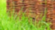 Proutěné ploty na osnově z kovu představují velmi trvanlivé a pevné řešení
