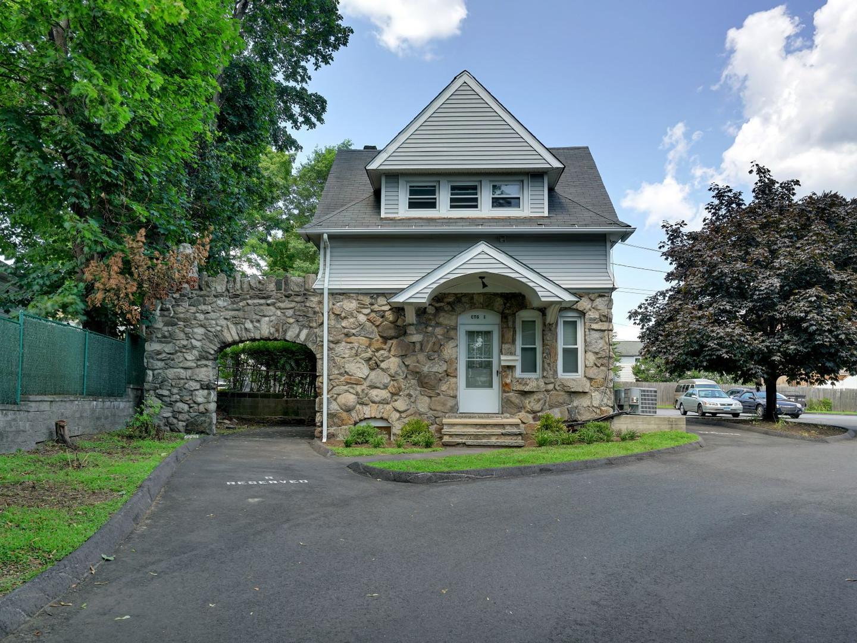 50 Connecticut Cottage2.jpg