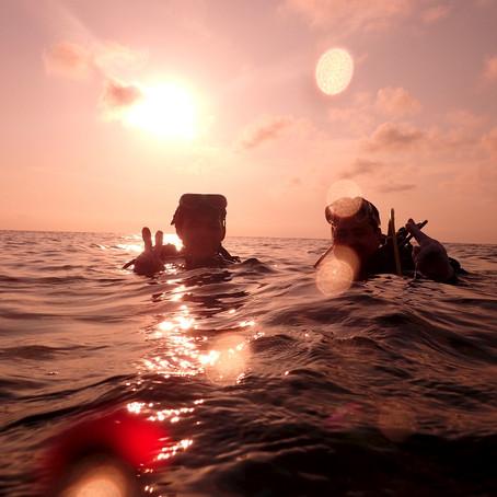 Pai e Filha mergulhando em Okinawa - Aloha Divers Okinawa