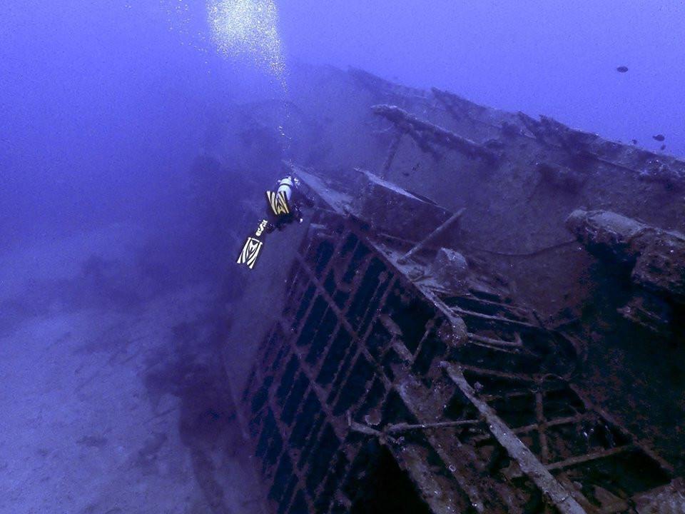 USS Emmons - Aloha Divers Okinawa