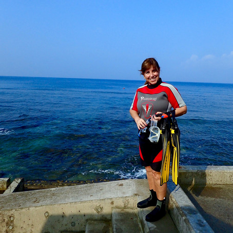 Minha mãe mergulhando no Mergulho em Okina
