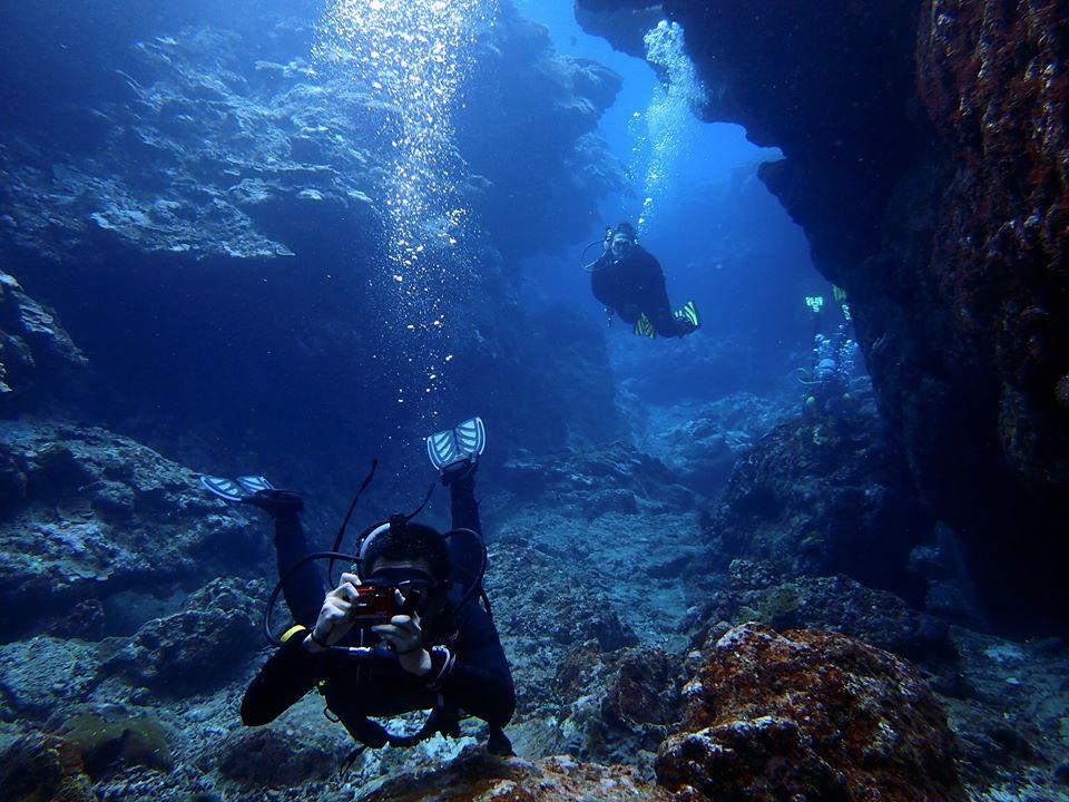 Casal de Mergulhadores em Okinawa - Aloha Divers Okinawa - Mergulho em Okinawa