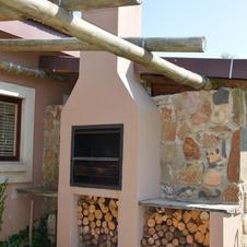 Built in Braai - Feathes Cottage.JPG